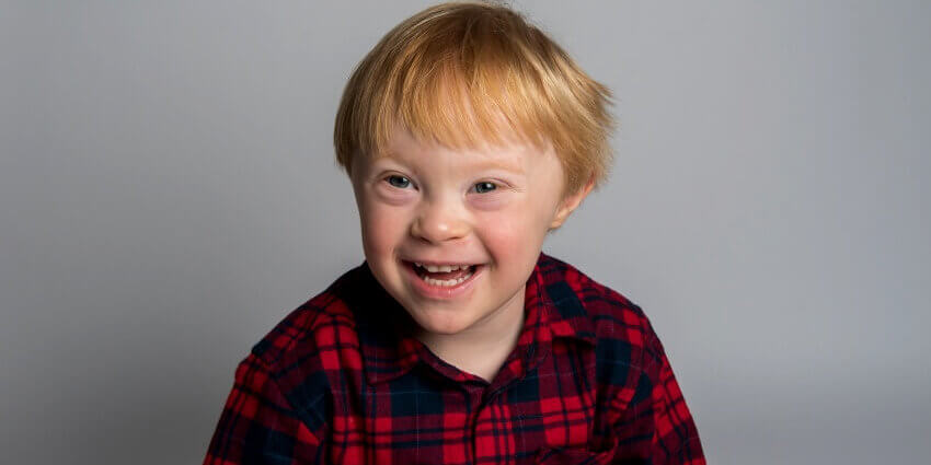 smiling little boy who got a good night's sleep thanks to the cerebra sleep service